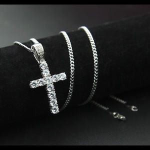 New 18 k white gold necklace and pendant